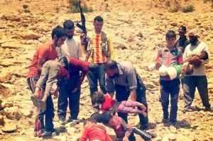 1 Yazidis burying their dead