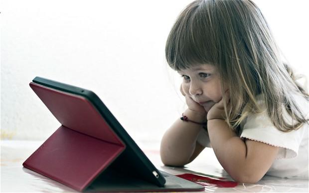 kids-watching-screen